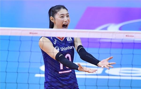 김연경은 대표팀에서도 주장으로서 한국을 3회 연속 올림픽 본선으로 이끌었다.