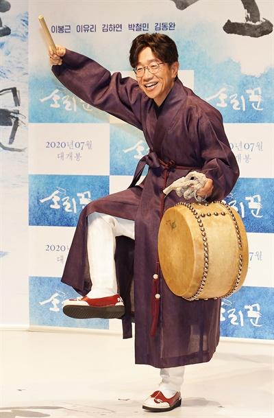 '소리꾼' 박철민 박철민 배우가 3일 오전 온라인으로 진행된 영화 <소리꾼> 제작보고회에서 포즈를 취하고 있다. <소리꾼>은 조선 영조시절 소리꾼들의 희로애락을 그린 뮤지컬 영화다. 7월 1일 개봉.