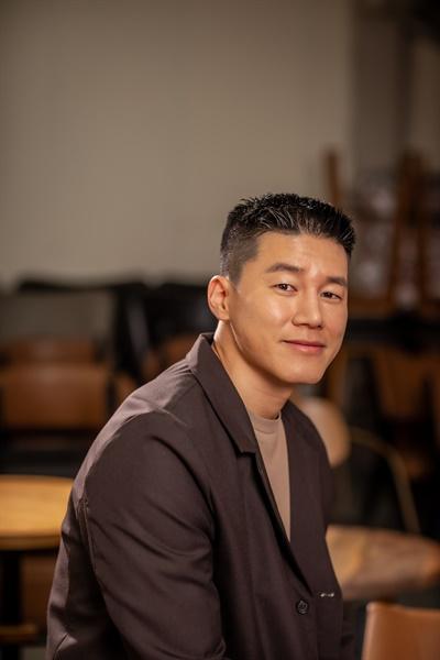 영화 <침입자>에서 서진 역을 맡은 배우 김무열.
