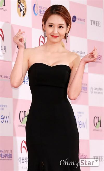 '대종상' 오정연, 밝은 미소 오정연 방송인이 3일 오후 서울 광진구의 한 호텔에서 열린 제56회 대종상영화제 시상식 레드카펫에 참석하고 있다.