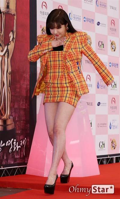 '대종상' 박봄, 놀라운 비주얼 박봄 가수가 3일 오후 서울 광진구의 한 호텔에서 열린 제56회 대종상영화제 시상식 레드카펫에 참석하고 있다.