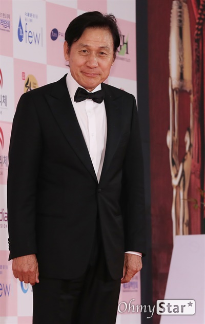 '대종상' 안성기, 빠질 수없는 배우 안성기 배우가 3일 오후 서울 광진구의 한 호텔에서 열린 제56회 대종상영화제 시상식 레드카펫에 참석하고 있다.