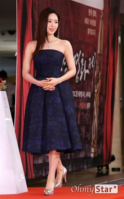'대종상' 함은정, 반가운 얼굴 함은정 배우가 3일 오후 서울 광진구의 한 호텔에서 열린 제56회 대종상영화제 시상식 레드카펫에 참석하고 있다.