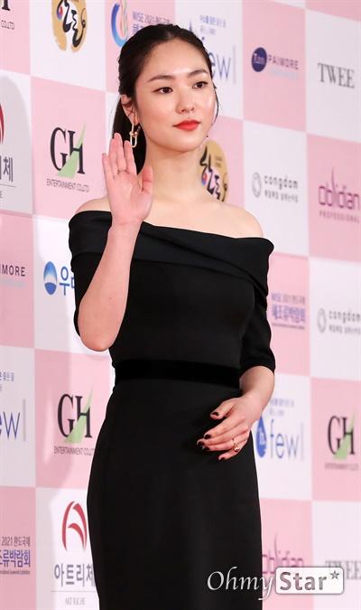'대종상' 전여빈, 느낌있는 신인배우 전여빈 배우가 3일 오후 서울 광진구의 한 호텔에서 열린 제56회 대종상영화제 시상식 레드카펫에 참석하고 있다.