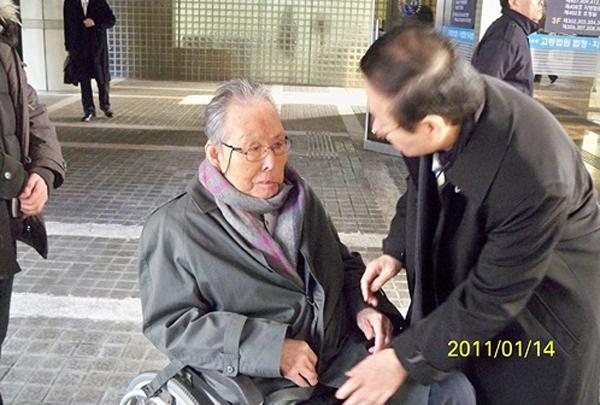 2011년 대법원에서 재심 무죄판결 직후 이일재 선생