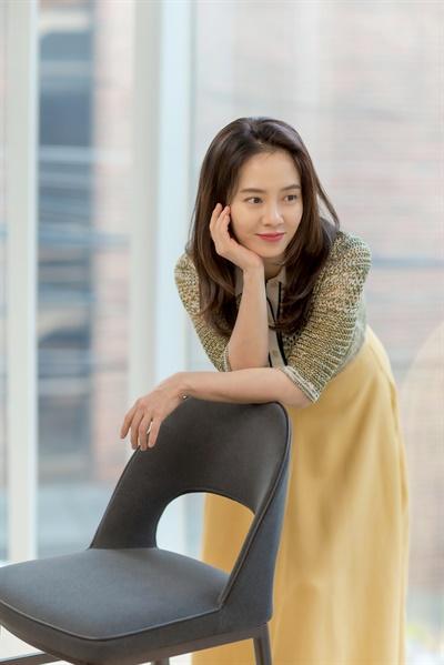 영화 <침입자>에서 유진 역을 맡은 배우 송지효.