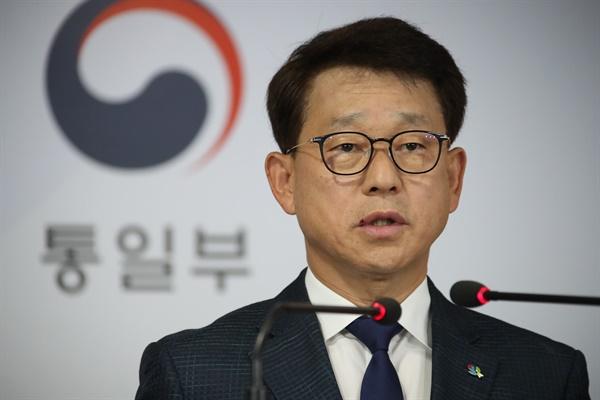 여상기 통일부 대변인이 4일 오전 정부서울청사 브리핑실에서 대북전단과 관련한 브리핑을 하고 있다.