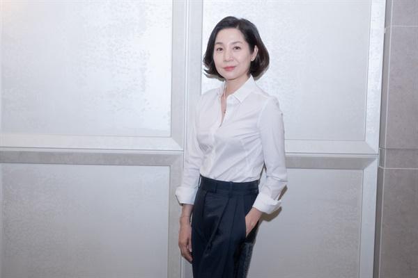영화 <프랑스여자>에서 미라 역을 맡은 배우 김호정.
