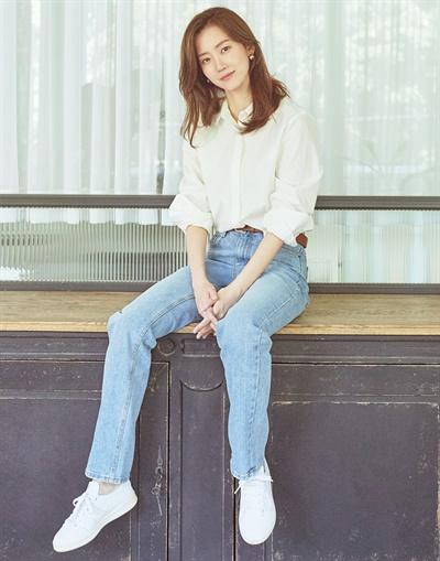 tvN 드라마 <슬기로운 의사생활>의 배우 신현빈 인터뷰 사진