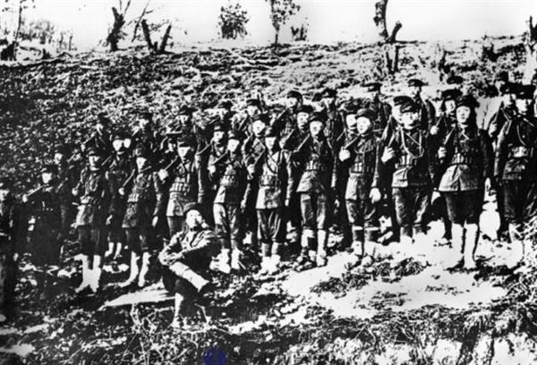 청산리 전투 종료 후 김좌진 부대를 촬영한 것으로 알려진 사진