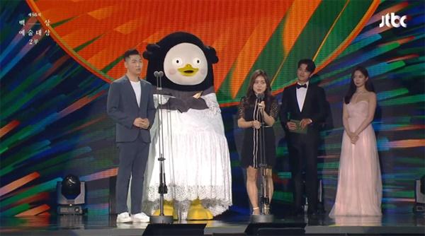 지난 5일 열린 제56회 백상예술대상 시상식. 펭수가 출연중인 '자이언트펭TV'는 교양부문 작품상을 수상했다.