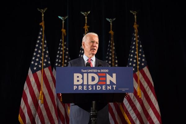 미국 민주당 대선후보로 확정된 조 바이든 전 부통령이 지난 6일(현지시각) 델라웨어 두 폰트 호텔에서 코로나19와 관련해 연설하고 있는 모습.
