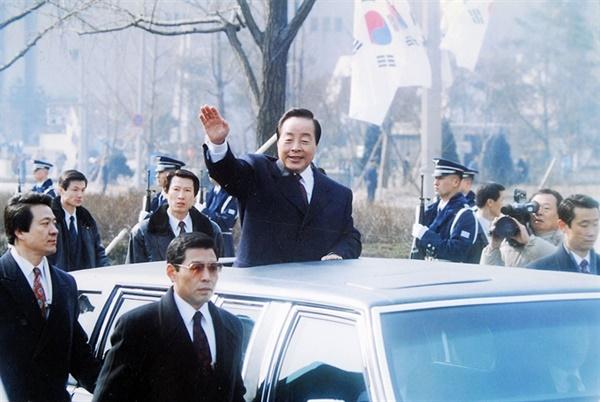 취임식을 마친 김영삼 대통령이 청와대로 가고 있다.