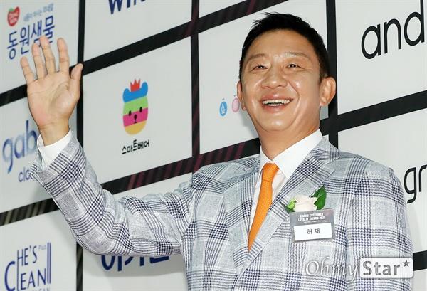 허재, 스포테이너의 왕 7일 오후 서울 중구의 한 호텔에서 열린 한국소비자포럼 주최 <2020 브랜드 고객충성도 대상> 시상식 포토월에서 스포테이너 부문 허재가 참석하고 있다.