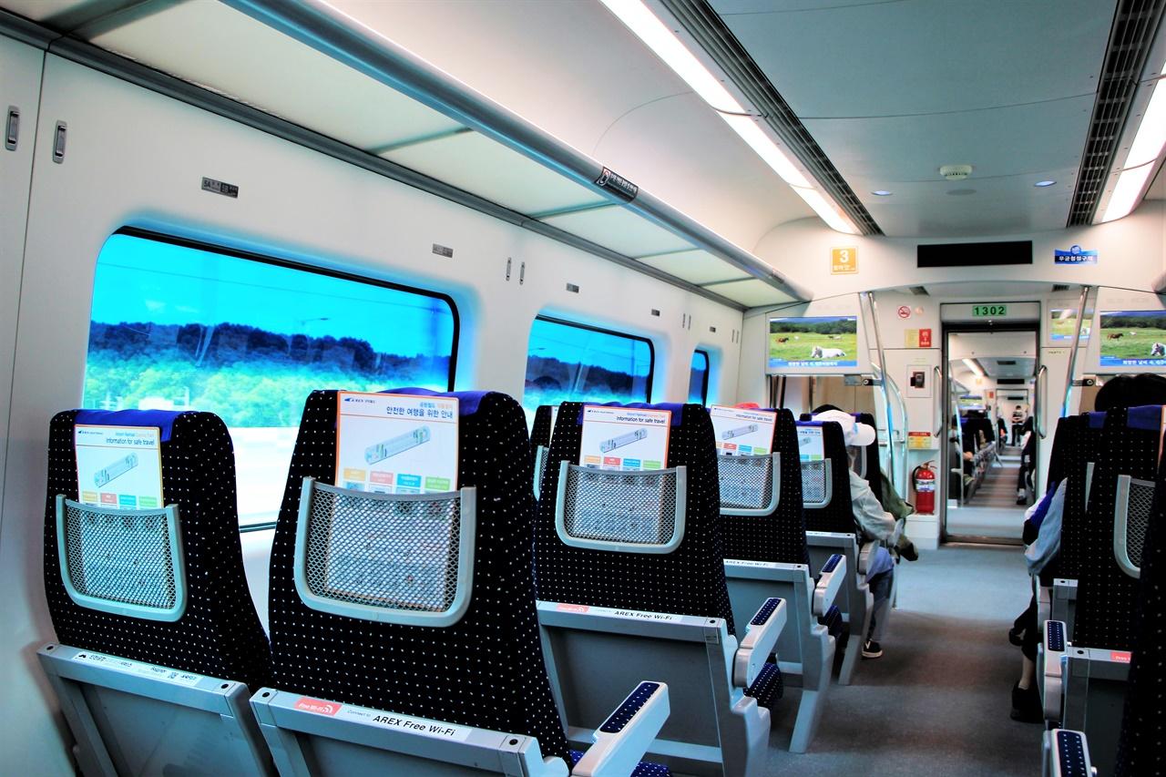 임시열차가 운행되며, 평소에는 잘 바라보지 않았던 창밖을 바라볼 수 있게 되었다.