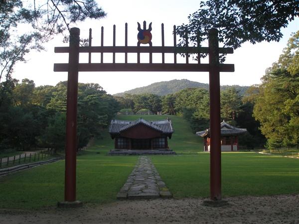 양녕대군의 부모인 태종과 원경왕후의 능인 헌릉의 전경