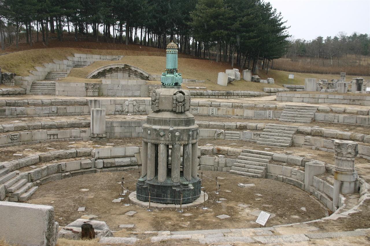 천안 독립기념관에 비치된 조선총독부 건물 잔해(총독부 뾰족탑)