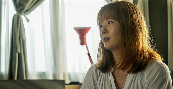 6월 5일 서울 연남동 스튜디오에서 3집 <어디로 가나요>를 발표한 싱어송라이터 오소영을 만났다.