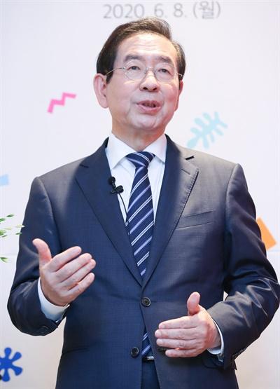 6월 8일 오후 서울시청에서 열린 2020 서울홍보대사 위촉식에서 박원순 시장이 인사말을 하고 있다.