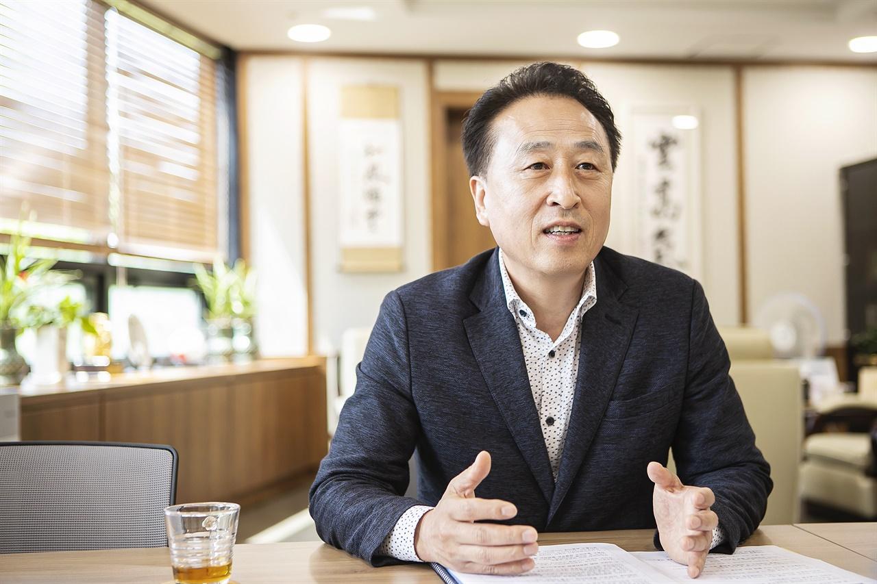 생방송 시스템 도입 잘했다 김홍성 화성시의회 의장은 8대 의회에서 생방송 시스템을 도입한 것을 가장 잘 한 것으로 평가한다고 밝혔다.