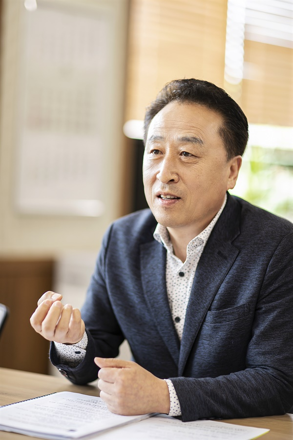의장은 의원간 이견 조율을 잘해야  김홍성 화성시의회의장은 의회 의원간 이견을 조정한 부분이 의장으로서 할 역할중에 하나라고 강조했다.