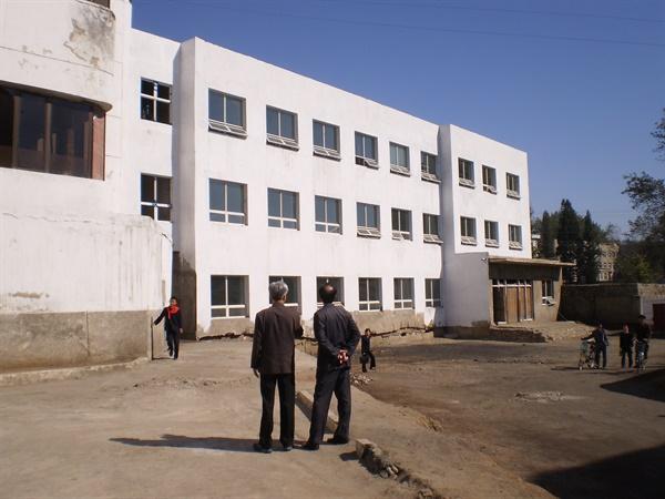 남포산원은 외부 건축만 완공하고 의료장비를 지원하지 못해 운영을 못하고 있다.