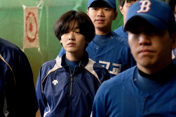 주수인(이주영)은 '천재 야구소녀'라는 수식어가 붙을 정도로 화제를 모았지만 정작 졸업을 앞두고 프로에 지명은 받지 못한다.