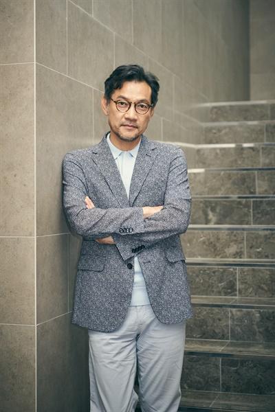 영화 <사라진 시간>으로 감독 데뷔한 배우 정진영.