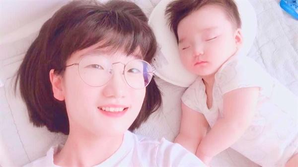 아이의 낮잠 시간에 늘 깨어 있어야 했던 이유 아이의 낮잠 시간에 같이 자지 못했던 이유는 아이가 깼을 때 눈 맞춤을 할 수 있는 순간을 놓칠세라 싶어서