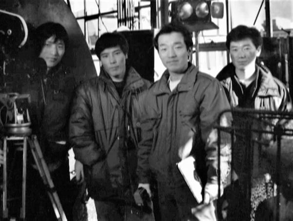 <파업전야> 촬영장. 왼쪽부터 오정옥(촬영감독), 박만창(조명감독),장동홍(감독), 최호(감독)