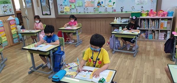 원주 산현초등학교 수업 장면 생활 속 거리 두기가 자연스럽게 되는 학교