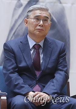 이종석 전 통일부 장관이 15일 오전 서울 여의도 국회 의원회관에서 열린 6.15 공동선언 20주년 더불어민주당 기념행사에서 '전쟁을 넘어 평화로' 주제로 토론을 하고 있다.