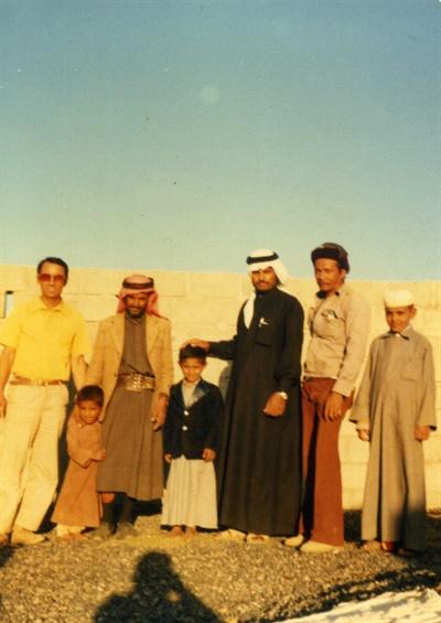 홍재희 감독의 아버지 홍성섭씨가 사우디에서 일했던 시절. 홍 감독의 아버지는 중동건설 노동자로 일했다. 아버지는 늘 이민을 꿈꿨지만, 갈 수 없었다.