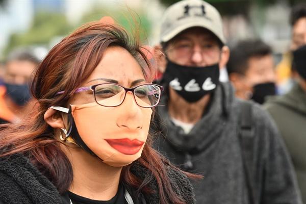 코로나19로 인한 멕시코의 록다운이 계속되는 가운데 지난 6월 11일 멕시코시티의 노점상들이 주요 도로를 점거하고 재정 지원을 요구하는 시위를 벌였다.