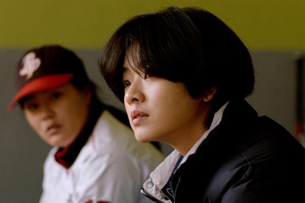 영화 <야구소녀>의 한 장면.
