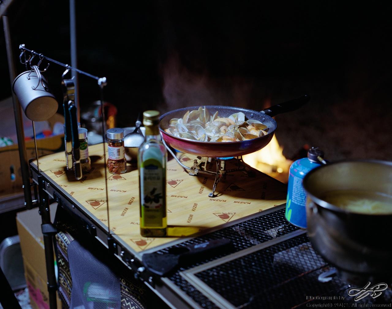 오토캠핑장에서나 가능한 요리 (67ii/Portra400)이런 요리는 오토캠핑장이어야 무리 없이 가능하다.