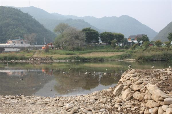 선창이 만들어진 모습 판운리에 섶다리를 놓기 전에, 강 양안에 선창 놓기를 완료한 모습