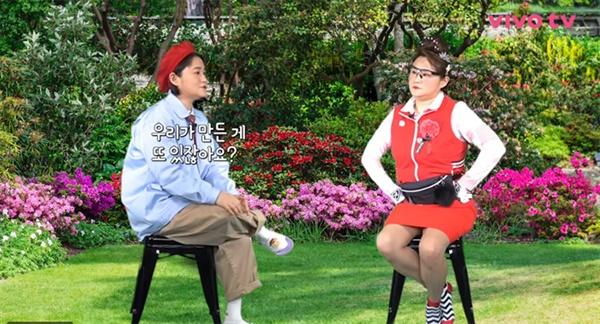 최근 김신영은 '둘째이모 김다비'로 변신, 성공적인 가수 활동도 이어가고 있다.