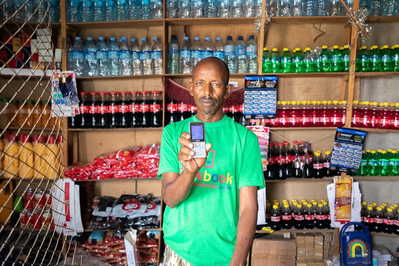 컨선은 소말릴란드에서 현금으로 음식과 식수 등을 구매할 수 있도록 소점상을 지원한다.