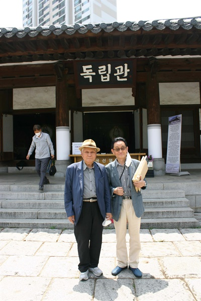독립운동가 후손 이항증(왼쪽) 선생과 조세현 선생