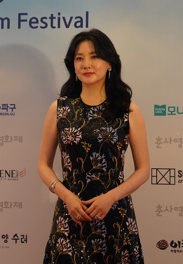 25회 춘사영화제 여우주연상을 수상한 이영애 배우