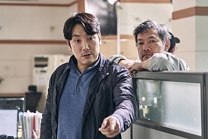 영화 <사라진 시간>의 감독 정진영과 주연배우 조진웅