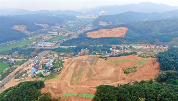 도로 양쪽 산이 막개발로 훼손 되고 있는 용인시( 2020년6월15일 현재 모습)