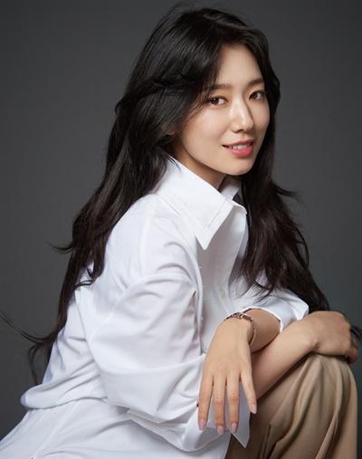 영화 < #살아있다 >에서 유빈 역을 맡은 배우 박신혜.