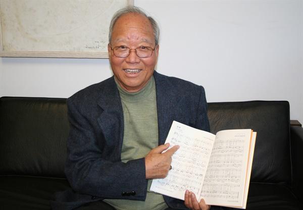 <꽃밭에서>를 작곡한 원로 동요작곡가 권길상씨가 2007년 10월 18일 오후 뉴욕한국문화원 갤러리 코리아에서 열리는 동요음악회에 참석하기 위해 뉴욕을 방문했다.