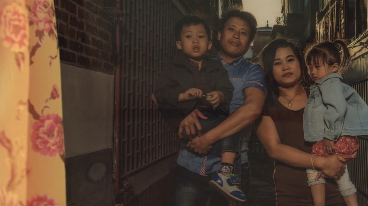 영화 <숨>의 주인공 GHANA JOTI SRAMA와 MUKTA CHAKMA 가족