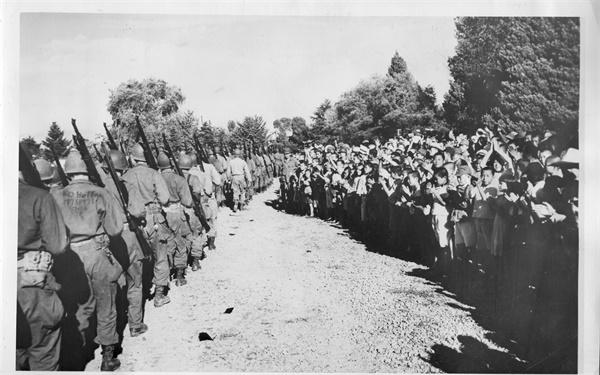 서울에 진주하는 미군(1945. 9.).