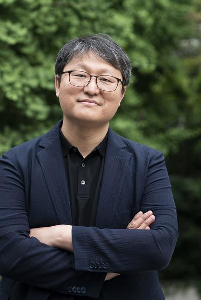 영화 <소리꾼>을 연출한 조정래 감독.
