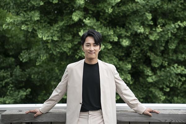 영화 <소리꾼>에서 심학규 역을 맡은 배우 이봉근.