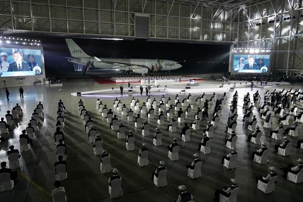 문재인 대통령이 25일 서울공항에서 열린 6·25전쟁 70주년 행사에서 기념사를 하고 있다.